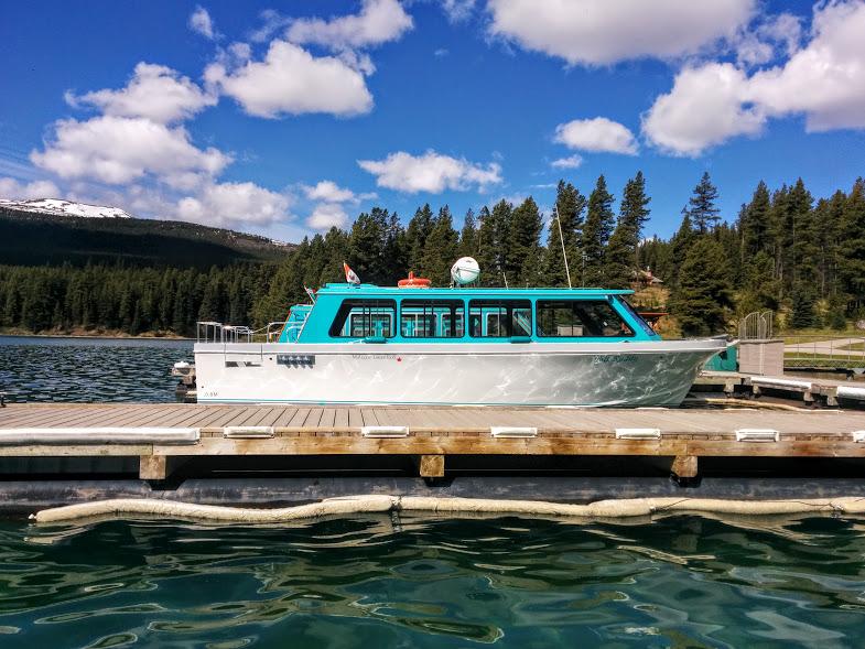 boat-for-lake-cruise