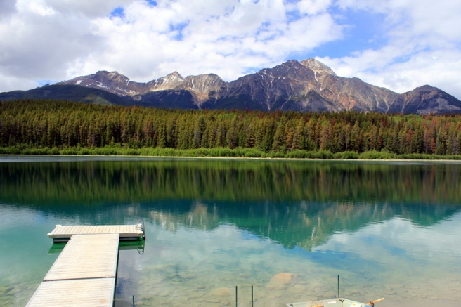 boat-jetty-at-maligne-lake