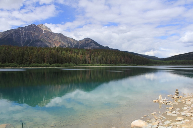 maligne-lake-waters-edge